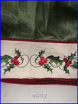 BEAUTIFUL Green Button-Back 54 TREE SKIRT Trimmed in Red with White Edge Border