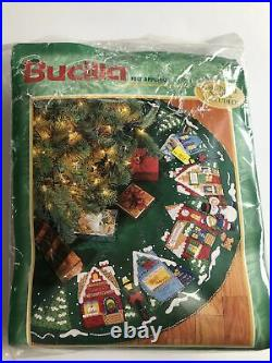 Bucilla Felt Appliqué 83980 Christmas Village 43 Round Tree Skirt Kit NEW NOS