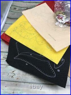 Bucilla SANTA & FRIENDS Felt Christmas Tree Skirt Kit 83962 Circa 1998 opened