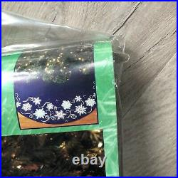 Bucilla Shimmer Snowflakes Felt Applique Christmas Tree Skirt Kit 84435 Holiday