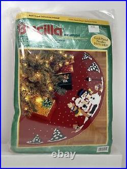 Christmas BUCILLA Felt Applique Holiday TREE SKIRT KIT CAROLING TRIO 84081 43