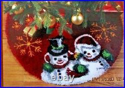 LATCH HOOK RUG KIT CHRISTMAS KIT VINTAGE SNOWMEN TREE SKIRT 34 diameter