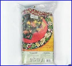 MARY'S WREATH Engelbreit BUCILLA Felt Christmas Tree Skirt Kit OOP NEW