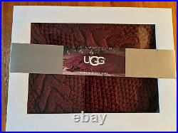 NIB UGG DREAM Christmas Tree Skirt hand knit 54 Round/Luxuriously Soft/Thick
