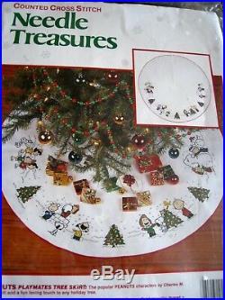Needle Treasures Christmas Counted Tree Skirt KIT, PEANUTS PLAYMATES, Snoopy, 2866