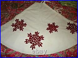 Pottery barn EMBROIDERED SNOWFLAKE TREE SKIRT, new, 60