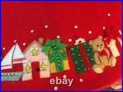 VINTAGE BUCILLA Felt Xmas Tree Skirt Applique WE SAW SANTA Toys Holiday Red