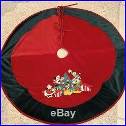 Walt Disney World Holiday Collection Velvet Tree Skirt Christmas Holiday Mickey